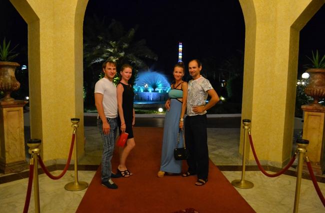 Фото на входе в отель на отдыхе в Тунисе