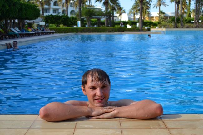 Отдых в Тунисе - фото в басейне
